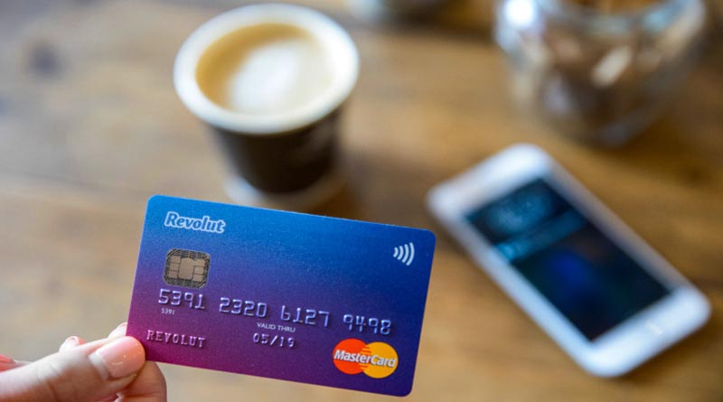 Use your smartphone to exchange currency by Revolut App